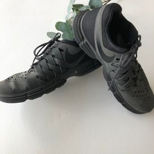 NIKE Black Fingertrap
